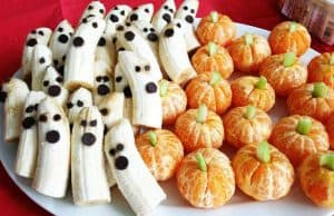 Pumpkins made of mandarin oranges and banana ghosts with chocolate chips